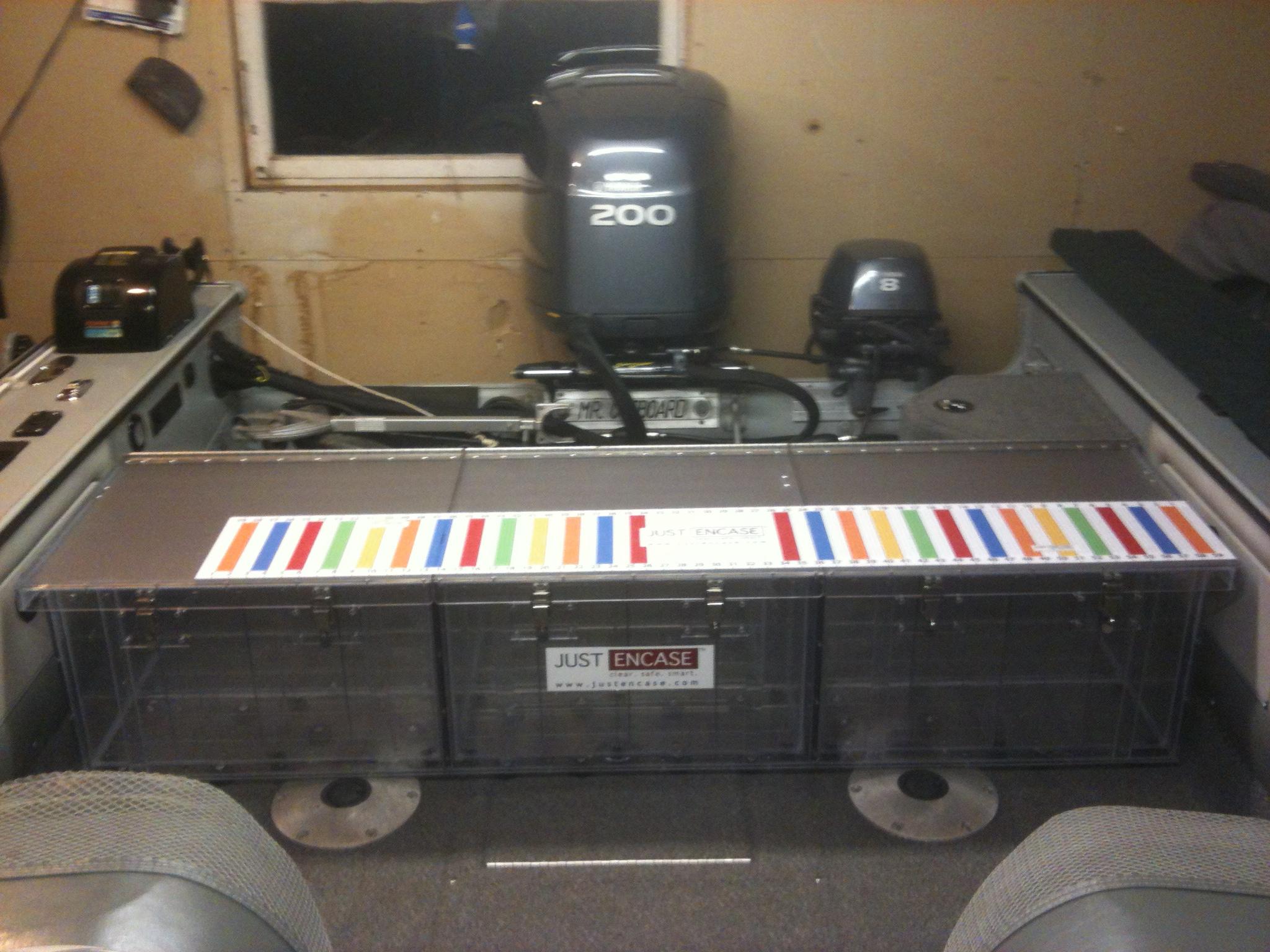Lund Pro V 2025 Back Deck Box